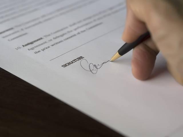 umowa o pracę czy kontrakt menadżerski